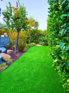 synthetic lawn installer